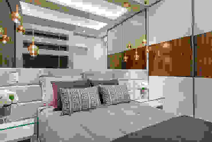 Chambre moderne par Designer de Interiores e Paisagista Iara Kílaris Moderne