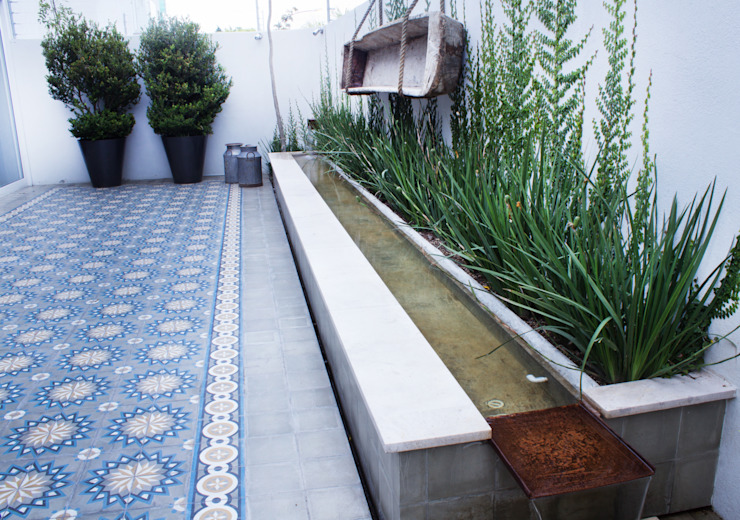 Jardins mediterrâneos por gpinteriorismo Mediterrâneo Cerâmica