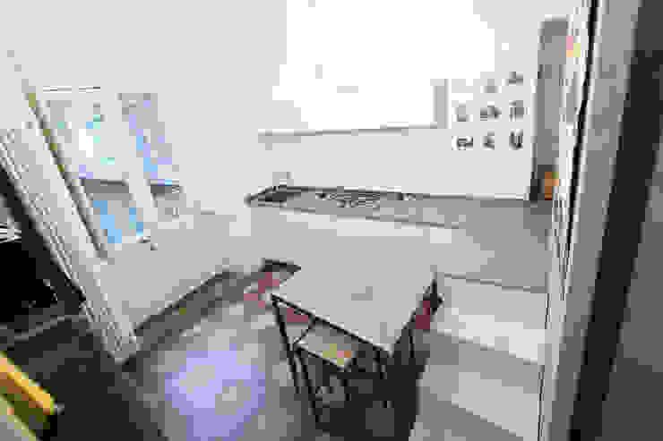 SUPERPOSES ROOMS Cucina moderna di diegogiovannenza|architetto Moderno