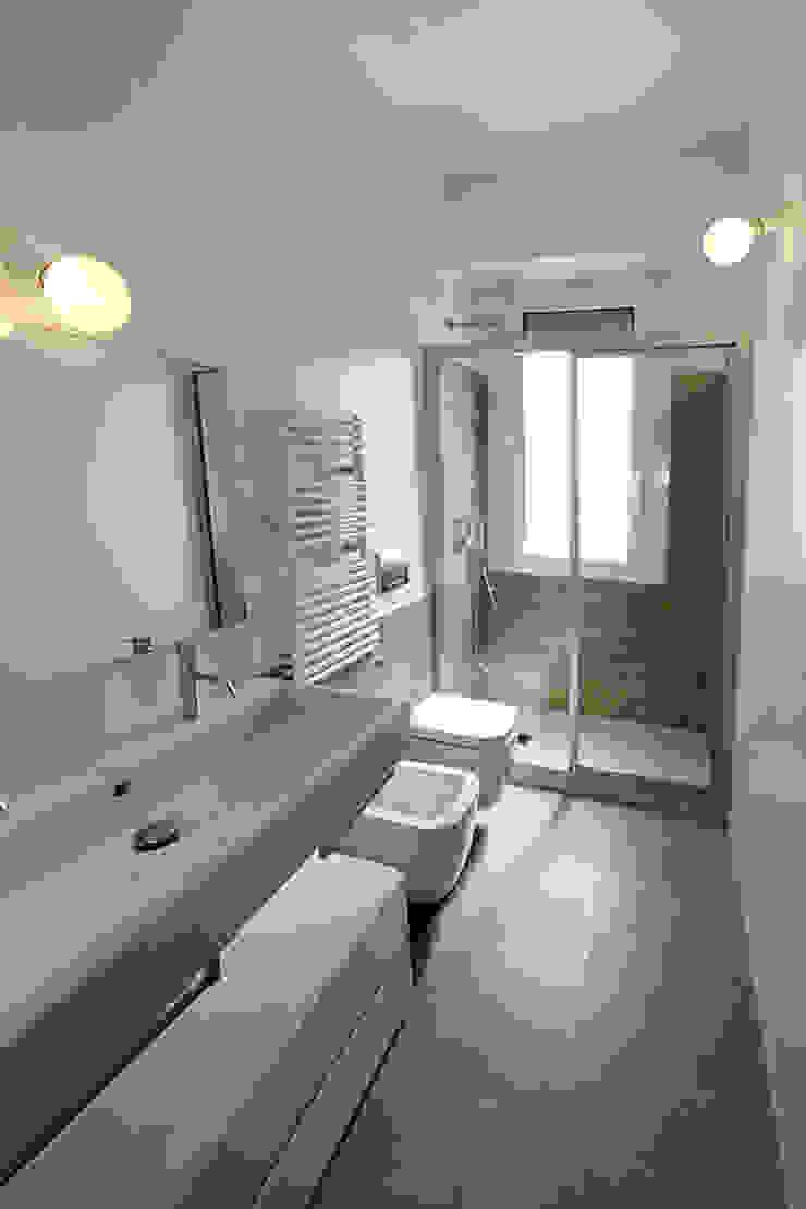 Modern style bathrooms by diegogiovannenza|architetto Modern