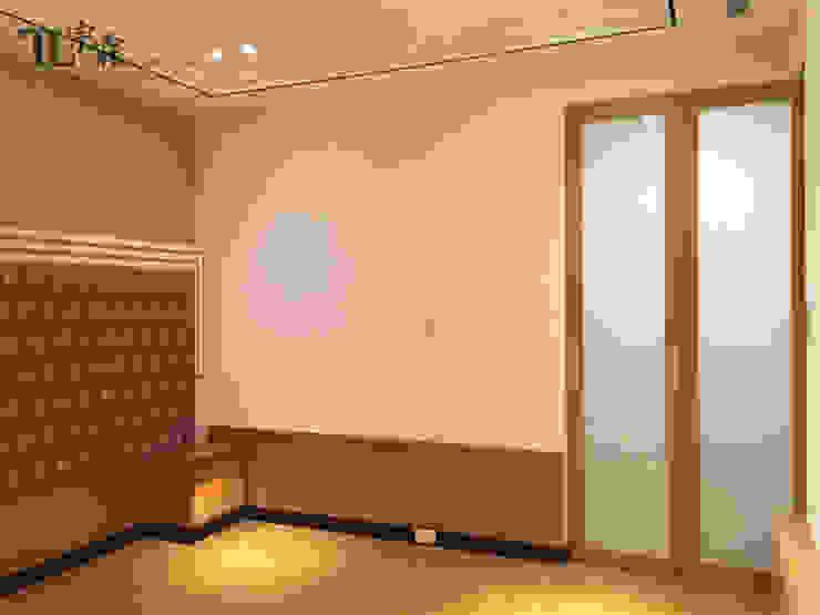主臥室摺疊門 根據 宗霖建築設計工程 隨意取材風