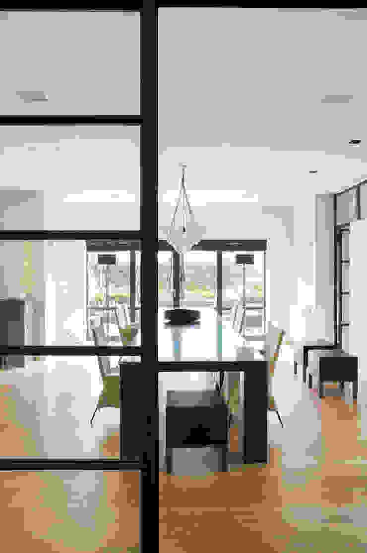 现代客厅設計點子、靈感 & 圖片 根據 VASD interieur & architectuur 現代風