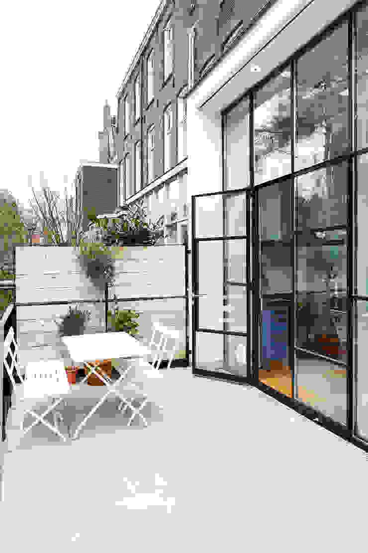 Herenhuis 1890, Amsterdam Moderne balkons, veranda's en terrassen van VASD interieur & architectuur Modern