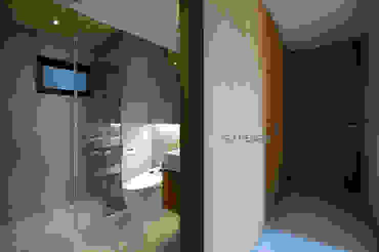 Bagno in stile scandinavo di 八軒室內裝修工程有限公司 Scandinavo