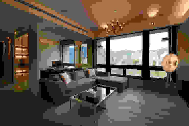 Living room by 八軒室內裝修工程有限公司,