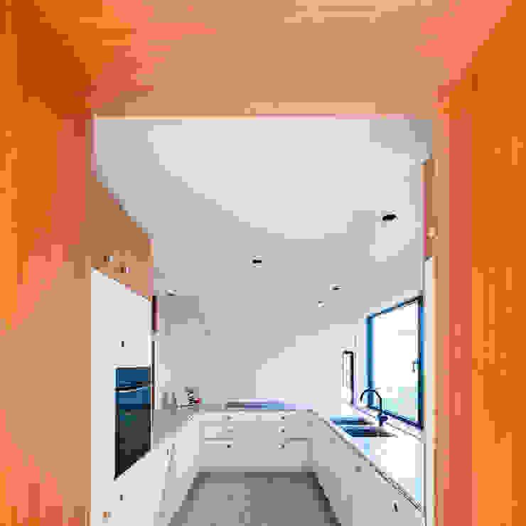 حديث  تنفيذ van staeyen interieur architecten, حداثي