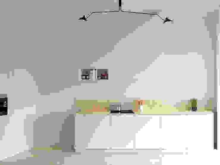 CAST: modern  door van staeyen interieur architecten, Modern
