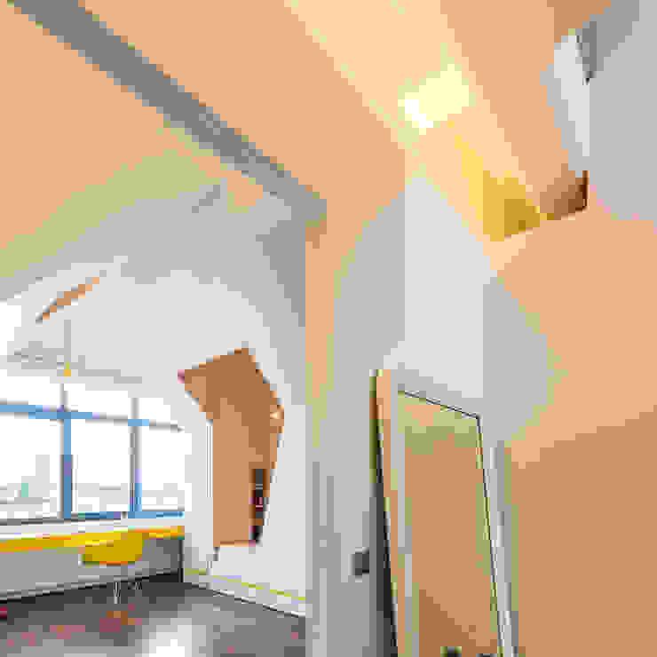 DELMAZ Moderne kinderkamers van van staeyen interieur architecten Modern