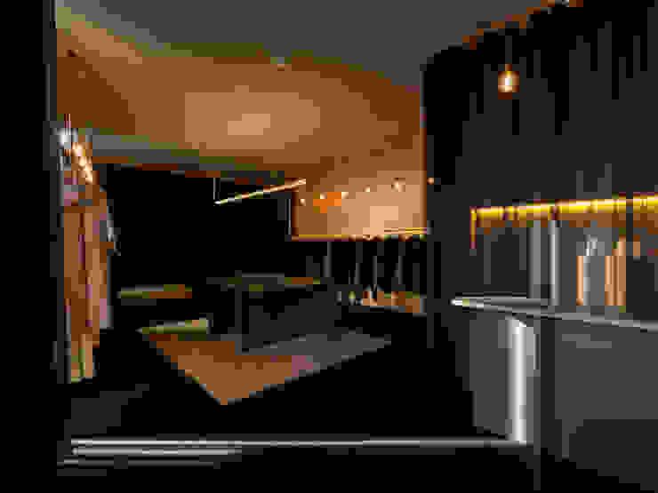 Locaux commerciaux & Magasin modernes par B.loft Moderne