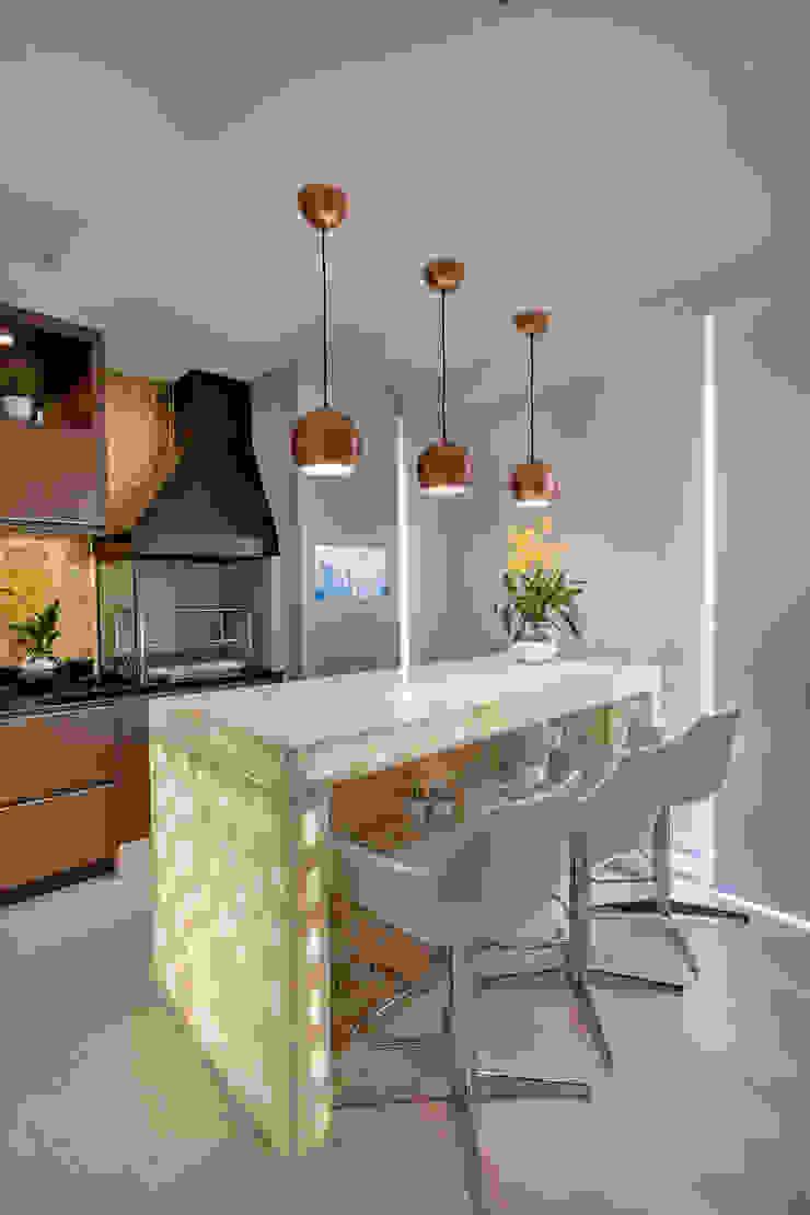 Apartamento Jundiaí Varandas, alpendres e terraços modernos por Designer de Interiores e Paisagista Iara Kílaris Moderno Prata/Ouro