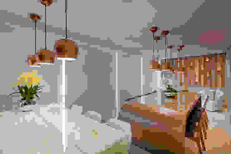 Apartamento Jundiaí Varandas, alpendres e terraços modernos por Designer de Interiores e Paisagista Iara Kílaris Moderno Madeira Efeito de madeira