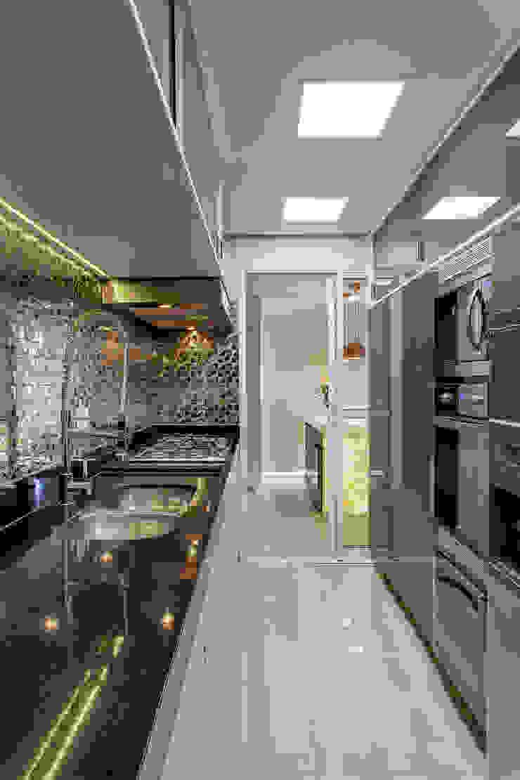 Apartamento Jundiaí Cozinhas modernas por Designer de Interiores e Paisagista Iara Kílaris Moderno Prata/Ouro