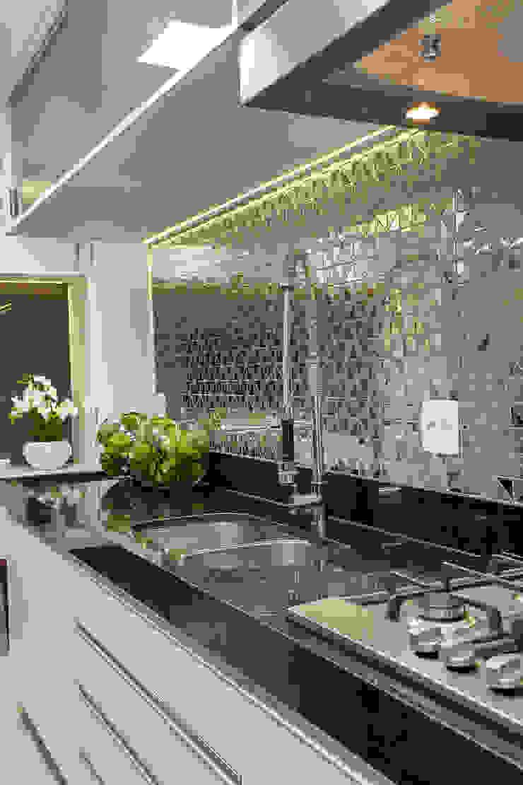Apartamento Jundiaí Cozinhas modernas por Designer de Interiores e Paisagista Iara Kílaris Moderno