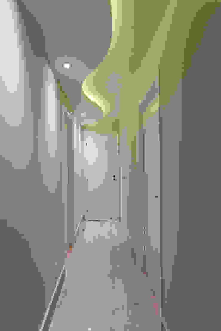 Apartamento Jundiaí Corredores, halls e escadas modernos por Designer de Interiores e Paisagista Iara Kílaris Moderno