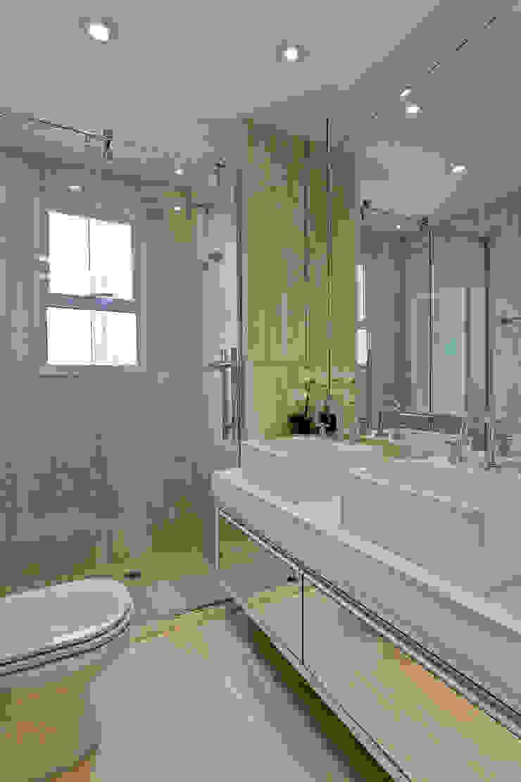 Apartamento Jundiaí Banheiros modernos por Designer de Interiores e Paisagista Iara Kílaris Moderno Mármore