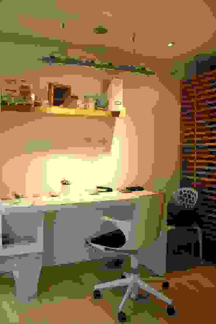 Estudio y espacio de trabajo Estudios y despachos de estilo moderno de KDF Arquitectura Moderno