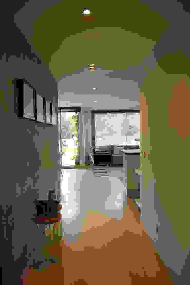 Pasillo Social Pasillos, vestíbulos y escaleras de estilo moderno de KDF Arquitectura Moderno Concreto