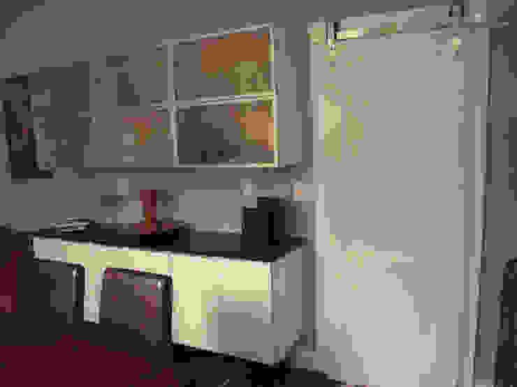 White Contemporary Kitchen Modern Kitchen by Kitchen Krafter Design/Remodel Showroom Modern