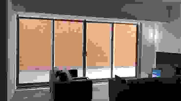 Pérgola y detalles interiores Dpto. JDLB116 Salones modernos de Síntesis Arquitectónica ® Moderno