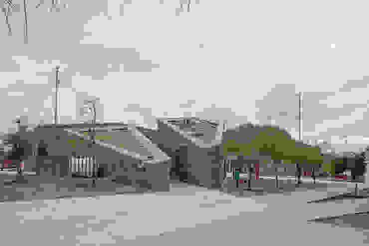 """Centro Comunitario """"Vistas del Cerro Grande"""" ARQUITECTURA EN PROCESO Jardines de estilo ecléctico Piedra"""