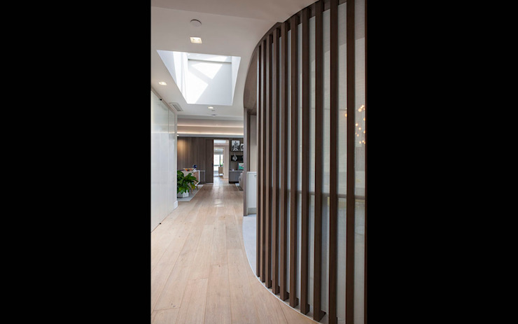 W 87th St Penthouse Modern Corridor, Hallway and Staircase by Eisner Design Modern