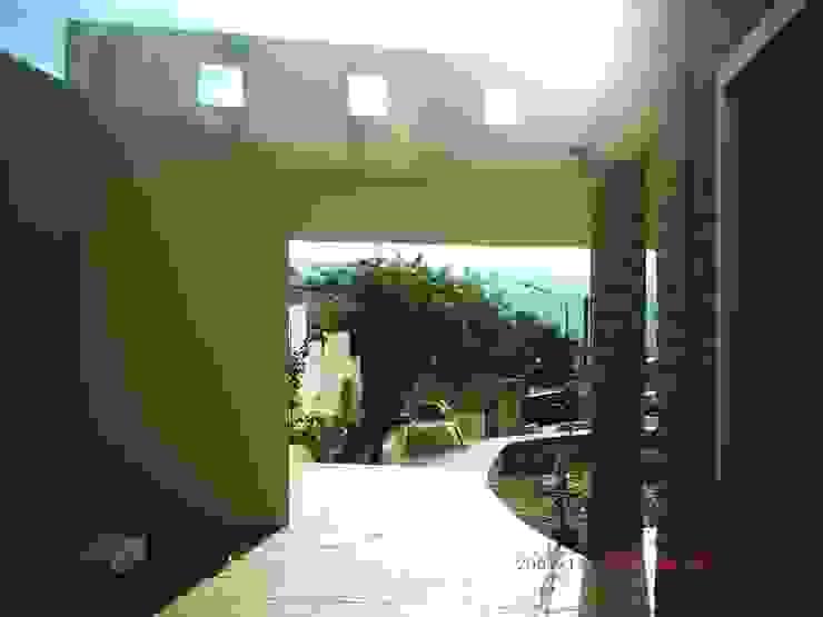 Ampliación piscina y quincho Balcones y terrazas modernos: Ideas, imágenes y decoración de Valy Moderno Ladrillos