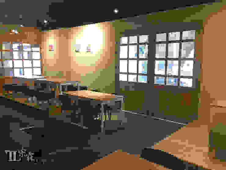 室內擺設&主要出入口 根據 宗霖建築設計工程 工業風