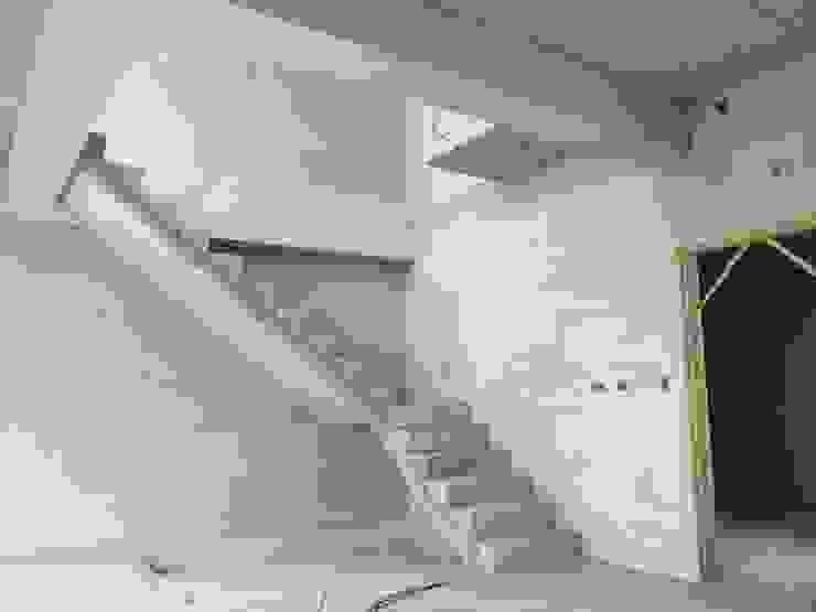 白河W宅 現代風玄關、走廊與階梯 根據 兆博建築 現代風
