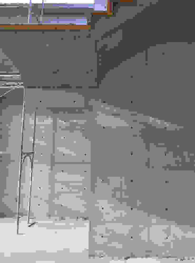 嘉義NW工廠 現代風玄關、走廊與階梯 根據 兆博建築 現代風