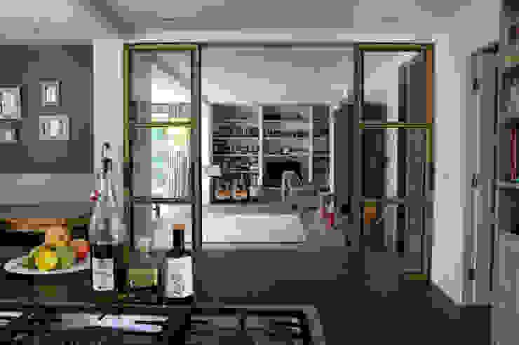 Modern kitchen by JE-ARCHITECTEN Modern
