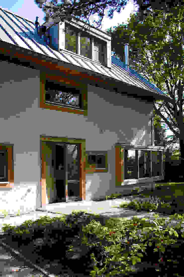 Modern houses by JE-ARCHITECTEN Modern