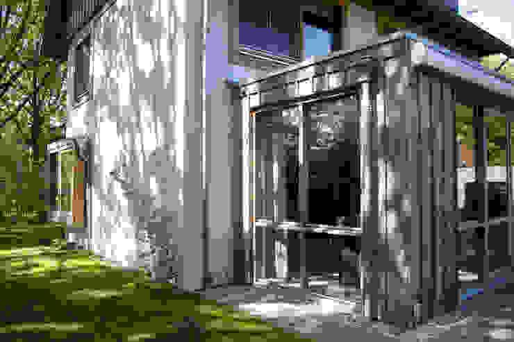 Modern windows & doors by JE-ARCHITECTEN Modern