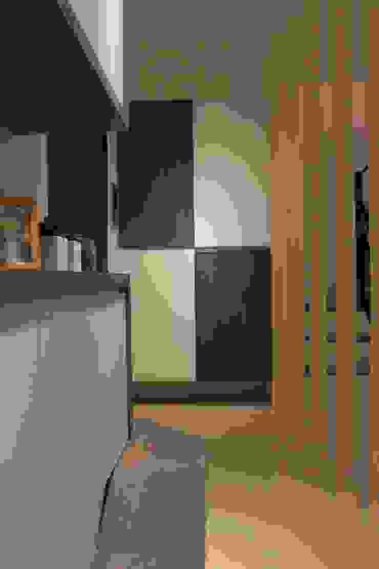 竹北-李公館 現代風玄關、走廊與階梯 根據 匠世室內設計有限公司 現代風
