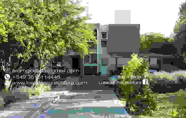 INGRESO Y FACHADA Casas modernas: Ideas, imágenes y decoración de LOSADA ARQUITECTURA Moderno Ladrillos