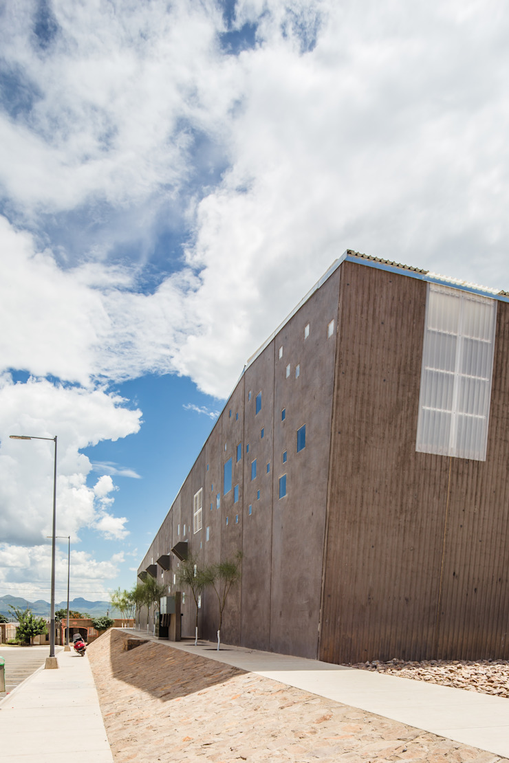 ARQUITECTURA EN PROCESO Gimnasios en casa de estilo ecléctico Concreto