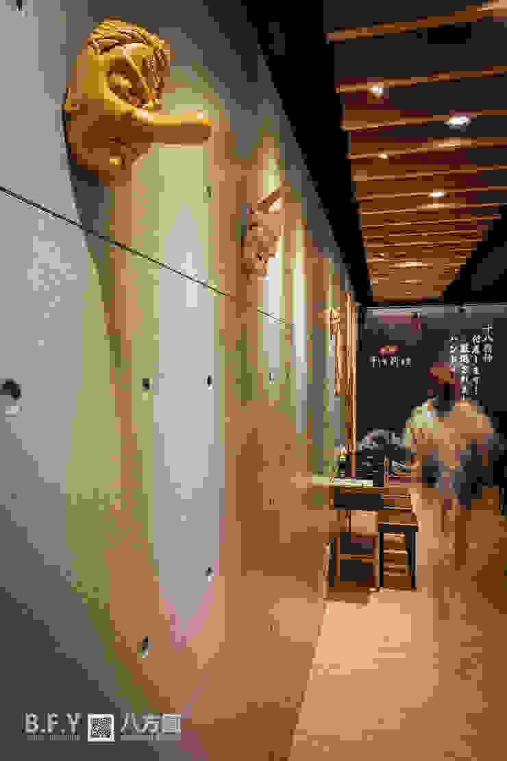 拾捌手作料理 根據 八方圓空間設計 日式風、東方風 實木 Multicolored