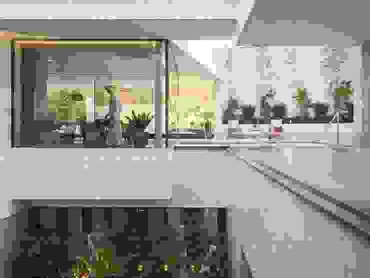AGi architects arquitectos y diseñadores en Madrid Moderner Garten Fliesen Weiß