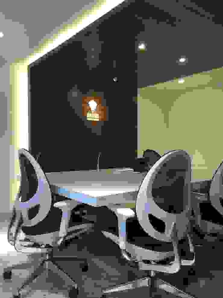 Estudios y oficinas modernos de Síntesis Arquitectónica ® Moderno