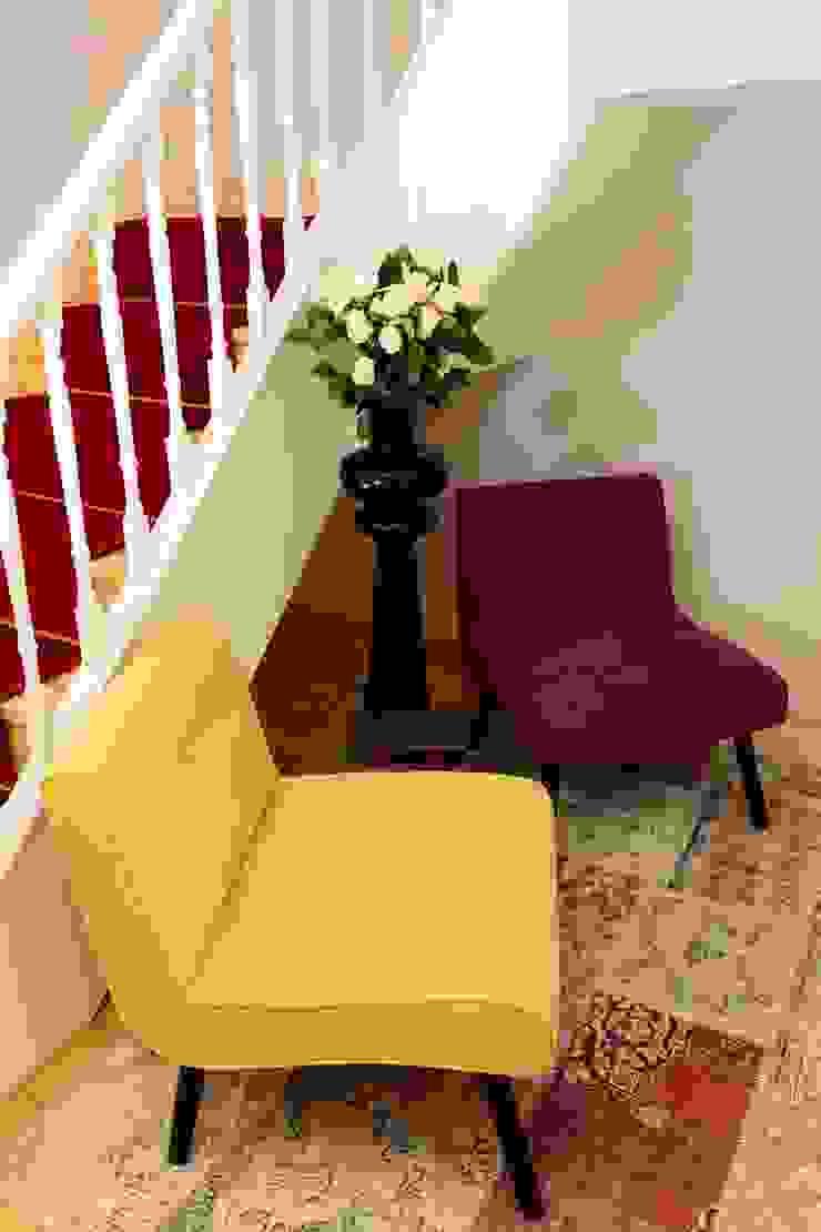 Zona de leitura Hotéis escandinavos por Alma Braguesa Furniture Escandinavo