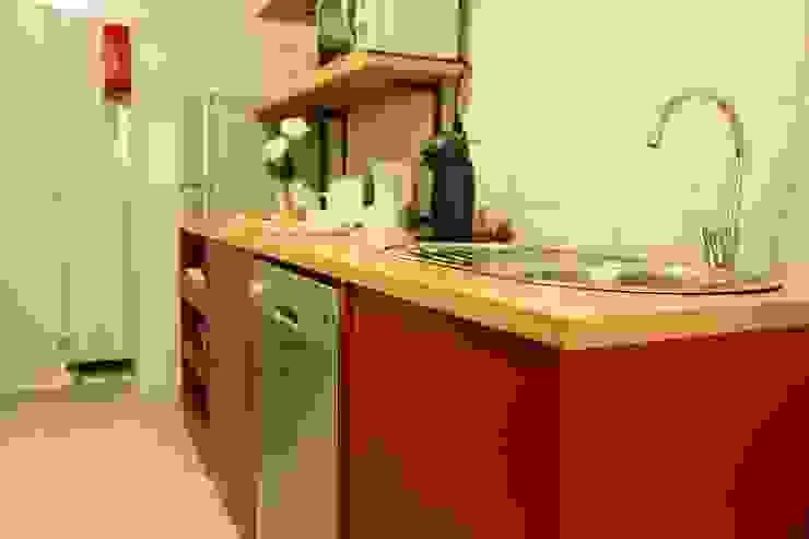 Cozinha Hotéis escandinavos por Alma Braguesa Furniture Escandinavo