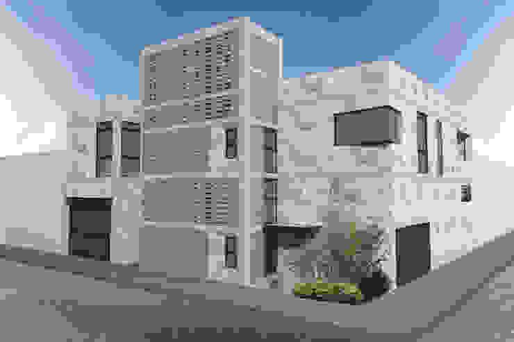 Fachada de Departamentos y Taller Casas eclécticas de HF Arquitectura Ecléctico Ladrillos