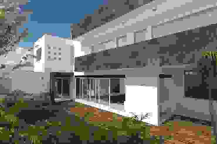 Fachada Interior Casas minimalistas de HF Arquitectura Minimalista Piedra