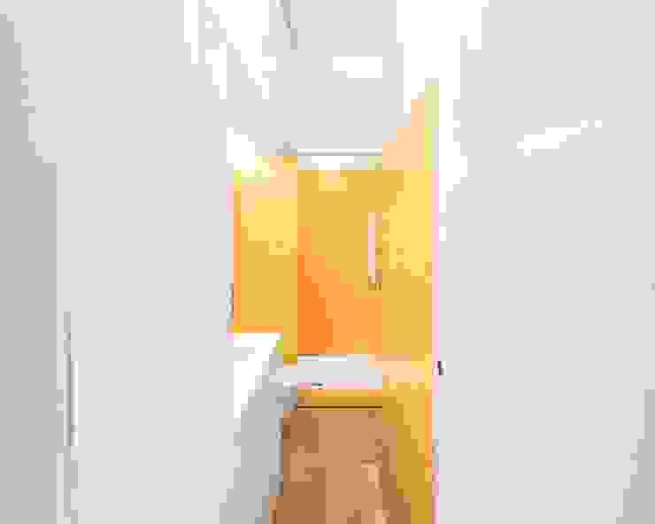 Tiago Filipe Santos - Arquitetura Bagno minimalista Giallo