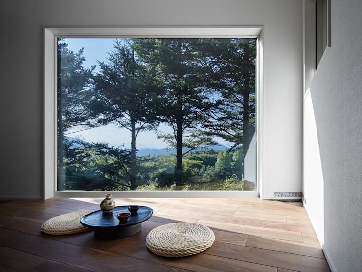 View room which a lake & mountains are seen Modern media room by 久保田章敬建築研究所 Modern