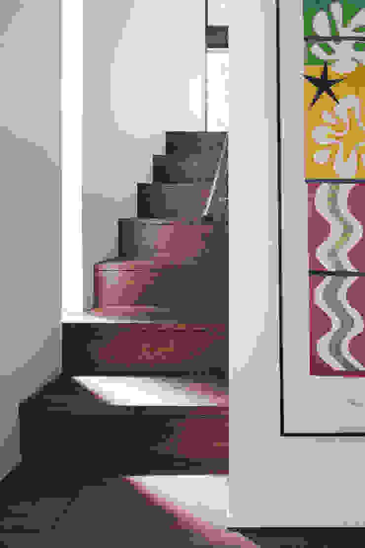 Staircase 久保田章敬建築研究所 Modern Corridor, Hallway and Staircase