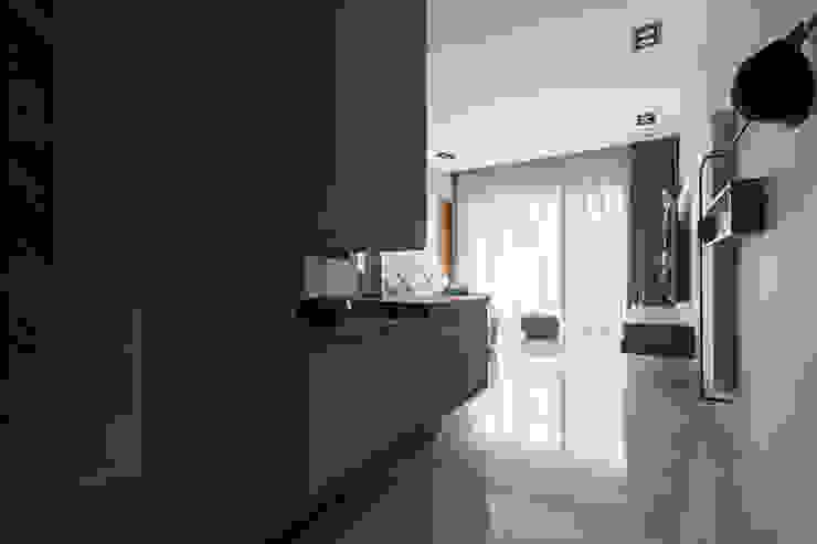 | Mr. coriander's home | 現代風玄關、走廊與階梯 根據 賀澤室內設計 HOZO_interior_design 現代風