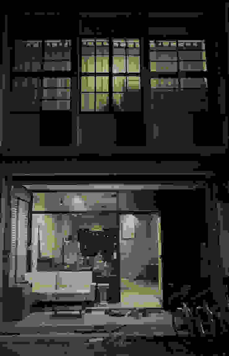 門面櫥窗與雙開窗 Eclectic style houses by 日常鉄件製作所 Eclectic Iron/Steel