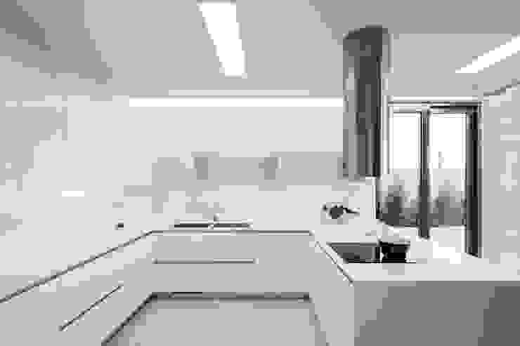 Rodeados de design FABRI Cozinhas minimalistas Branco