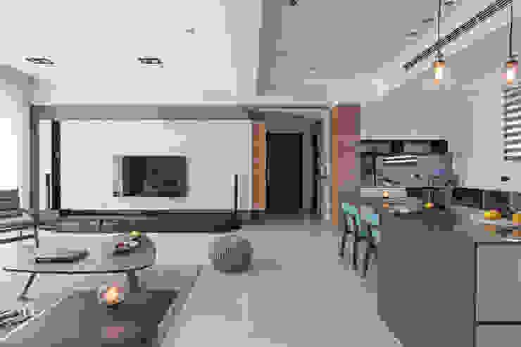 |坤山TC宅| 现代客厅設計點子、靈感 & 圖片 根據 賀澤室內設計 HOZO_interior_design 現代風