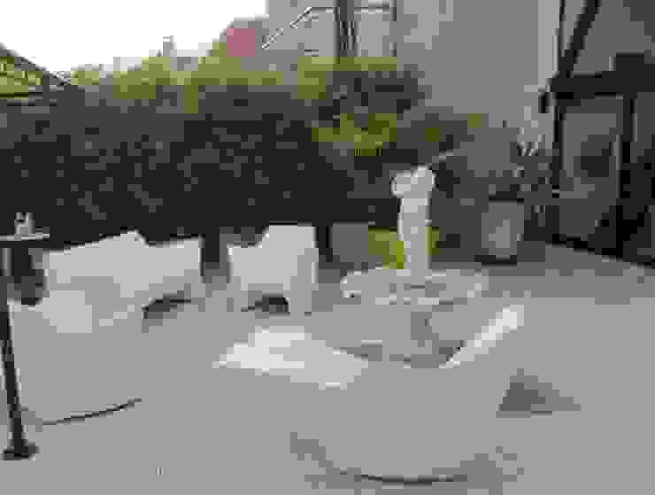 Terrasse côté Sud avant les travaux par Berger Jardins Moderne
